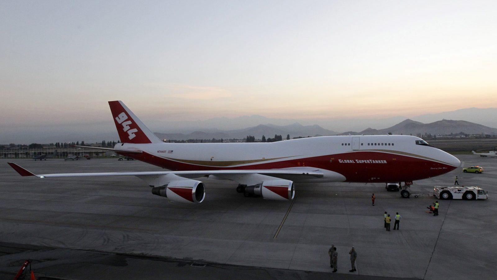 25 de Enero de 2017/SANTIAGO A las 6:13 horas de esta mañana llego el avión Boeing 747-400 Supertanker a la Base Aérea Pudahuel, de la FACh. Esto luego que el Gobierno autorizara la demostración de combate a incendios forestales por parte de la aeronave. FOTO:CRISTOBAL ESCOBAR/AGENCIAUNO