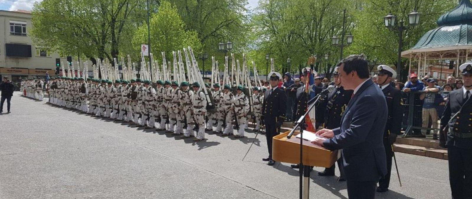 Establecimientos Educacionales, Sociedad Civil y Fuerzas Armadas y de Orden participaron en desfile por diez años de Los Ríos