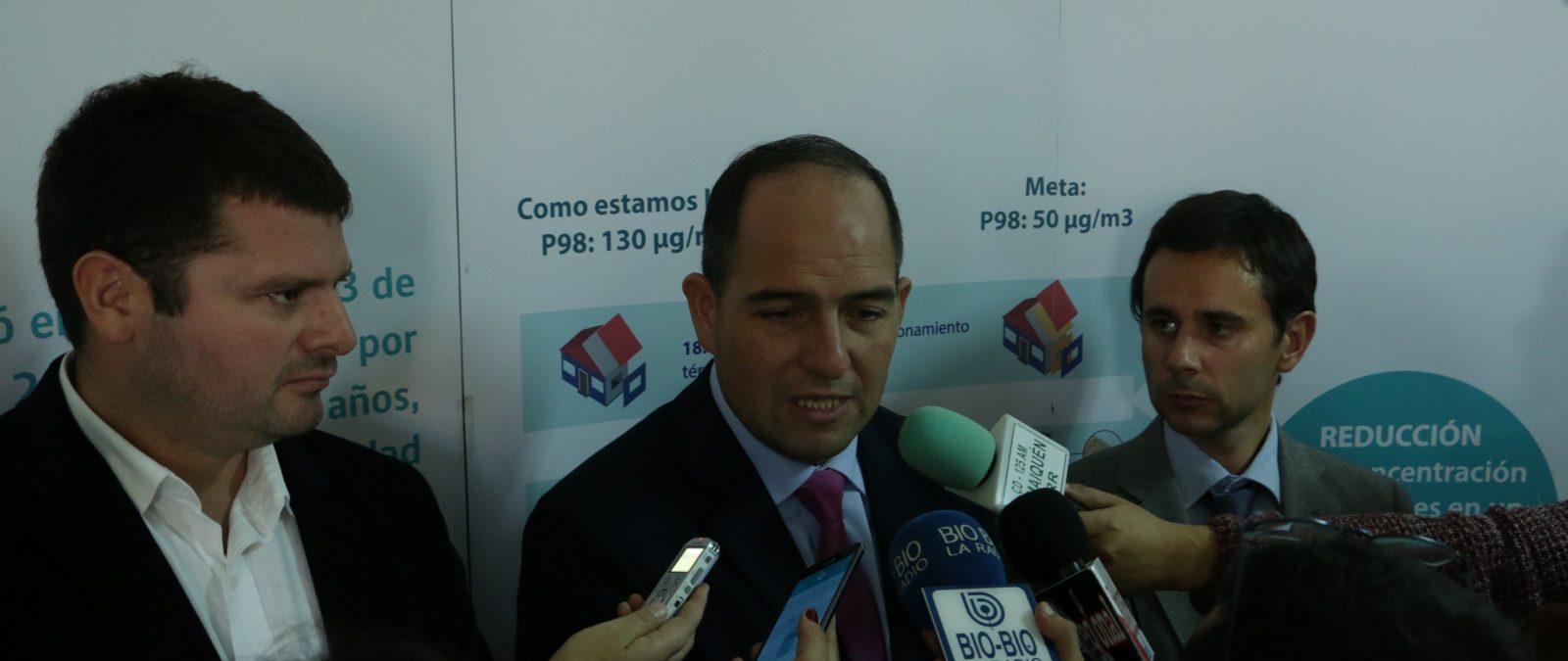 Intendente y seremis informan inicio de Gestión de Episodios Críticos para la ciudad de Valdivia