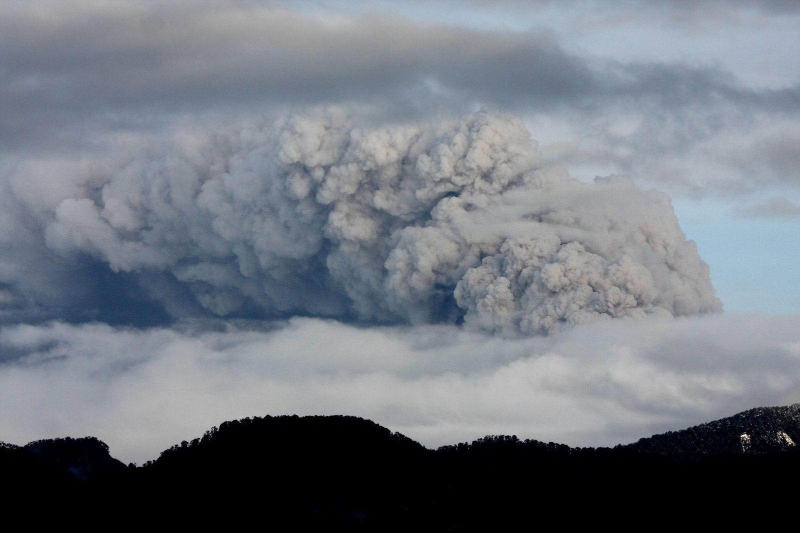 Familias afectadas por el Volcan retornan a sus hogares esta tarde, en la localidad de Ranco