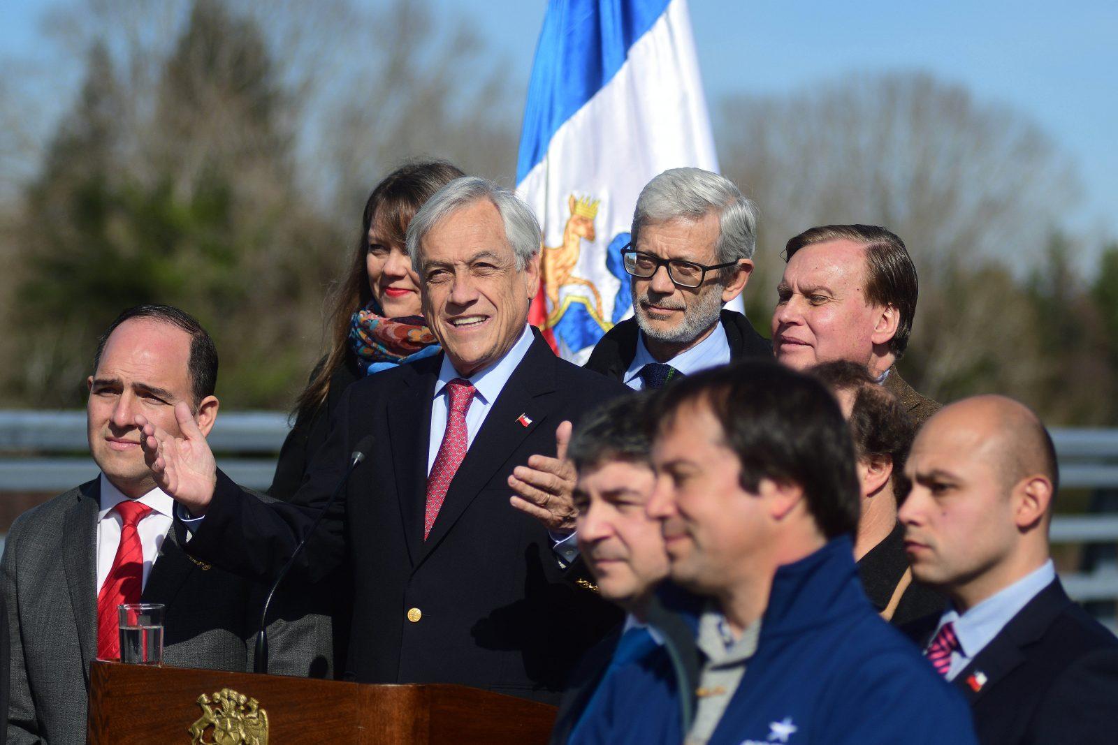 El presidente Sebastian Piñera pone en marcha el puente Cau Cau