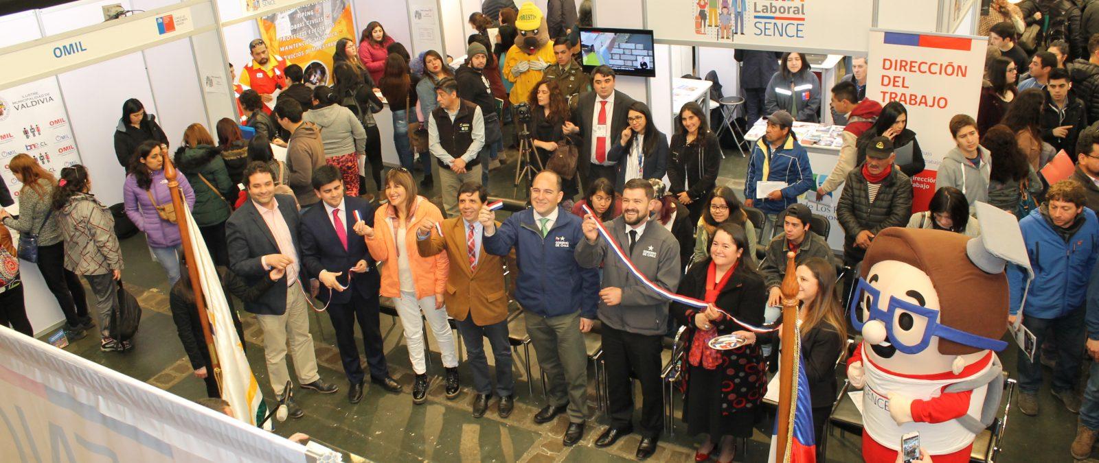 700 cupos de trabajo se ofrecieron en la Feria Laboral  del Sence en Valdivia