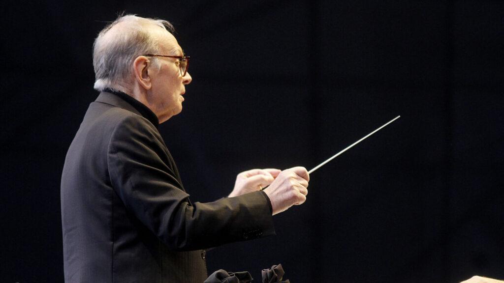 24 de Noviembre de 2013/SANTIAGO El director y compositor italiano, Ennio Morricone, se presentó esta tarde en el Estadio Bicentenario de La Florida junto a la orquesta de la Universidad de Santiago FOTO: HANS SCOTT / AGENCIAUNO