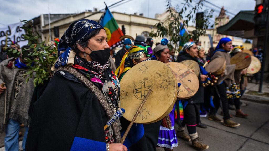 NUEVA IMPERIAL: Comunidades marchan por el centro de la comuna en apoyo al machi Celestino