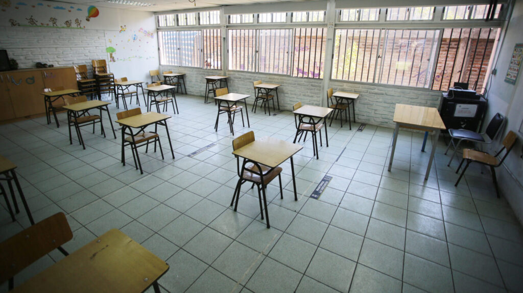 """Ministro de Educacion anuncia aumento presupuestario de plan """"Yo confío en mi Escuela"""""""